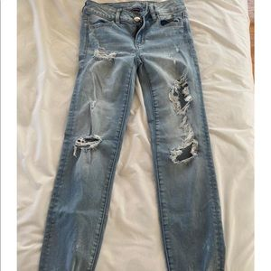 American Eagle ripped light wash jeans